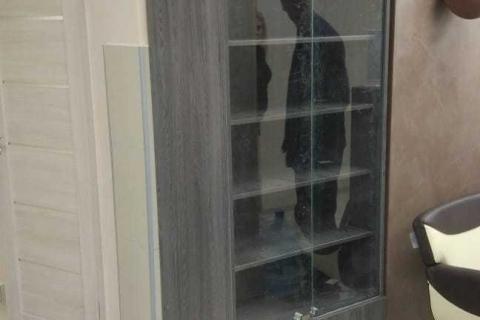Шкаф с стеклом