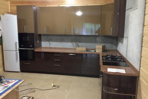 Кухня на заказ коричневая2
